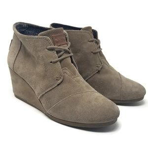 Toms Desert Wedge Suede Bootie Taupe Size 8